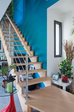 Maison ossature bois escalier intérieur