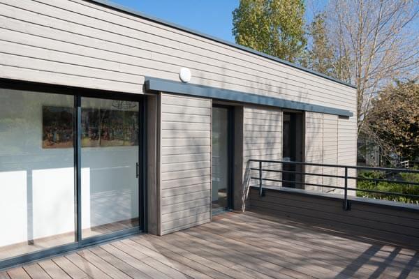 Maison ossature bois extérieur terrasse