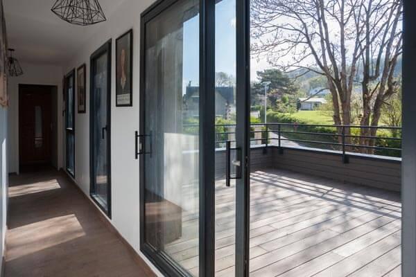 Maison ossature bois intérieur couloir